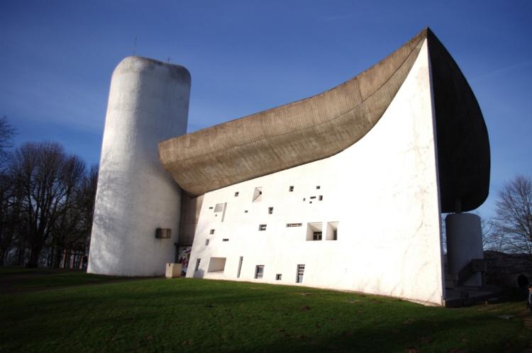 Нотр-Дам-дю-О («Дева Мария на высотах») или капелла Роншан архитектора Ле Корбюзье