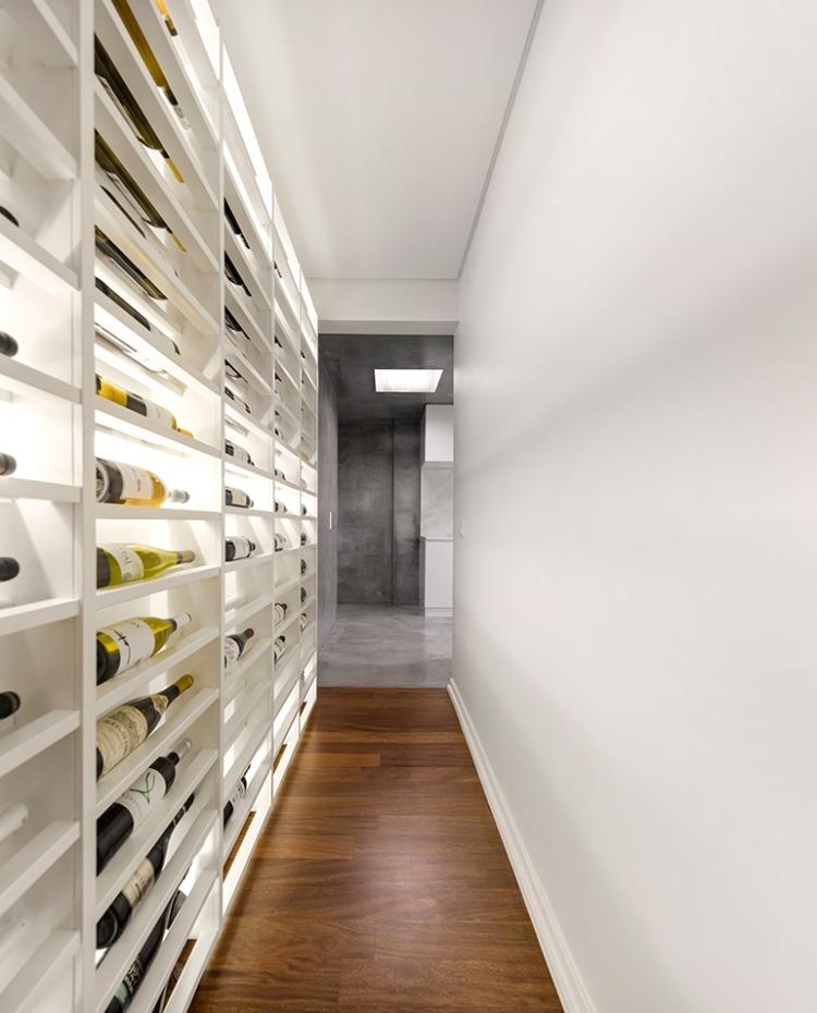 Стеллаж для хранения вин с подсветкой