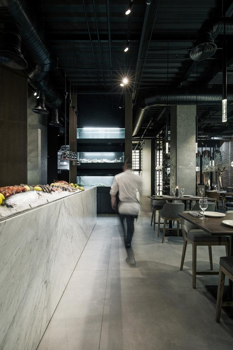 Современный дизайн интерьера рыбного ресторана 21