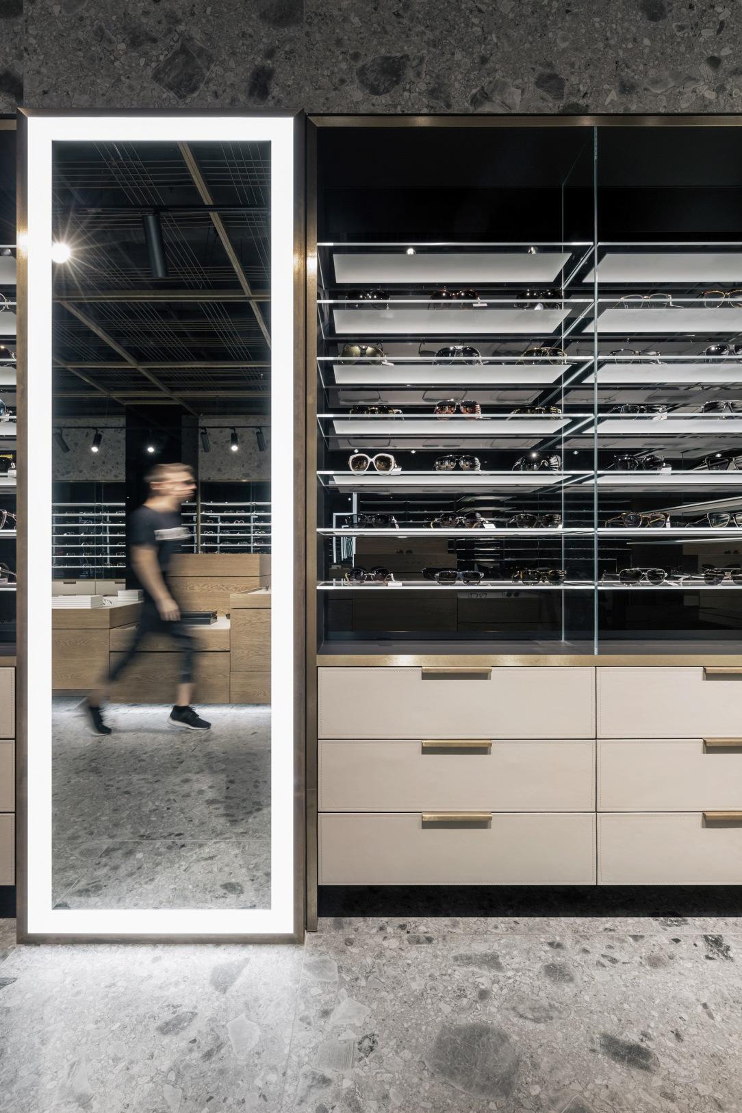 Современный дизайн интерьера магазина оптики Spex 12