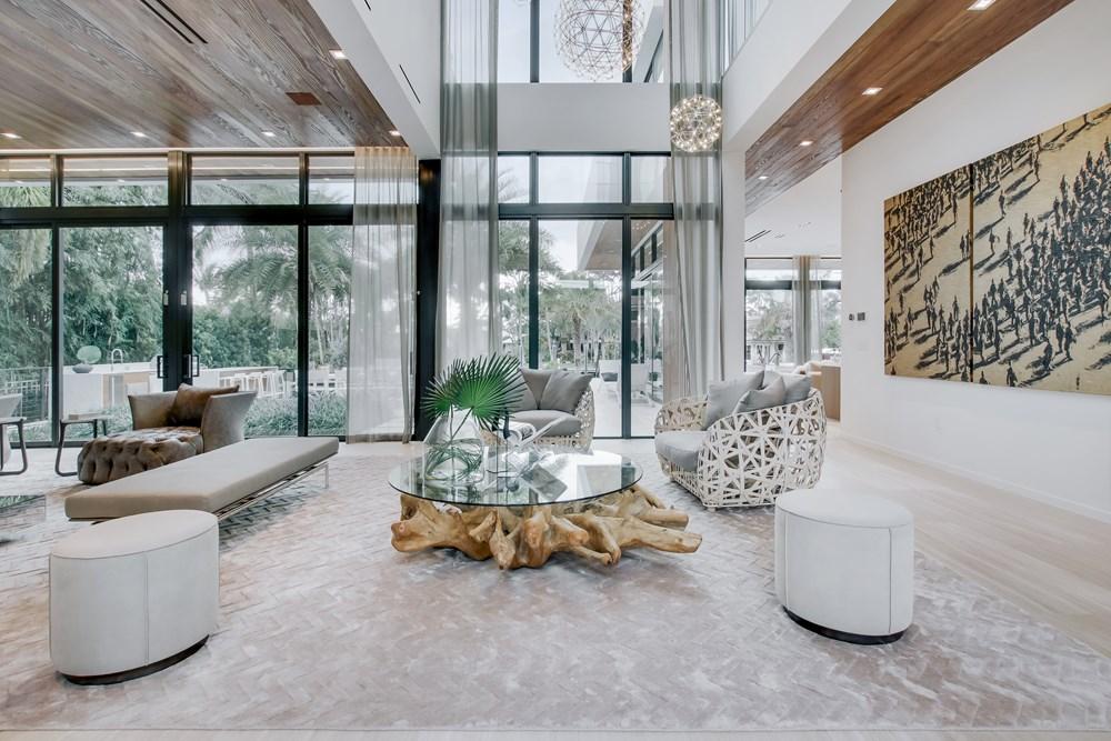 Современный дизайн интерьера гостиной дома в Форт-Лодердейле