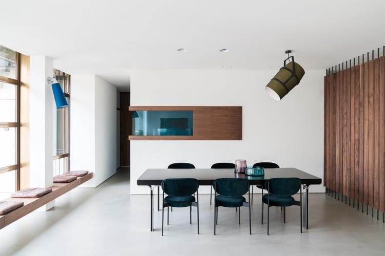 Современный дизайн интерьера кухни-столовой апартаментов в стиле 70-х годов