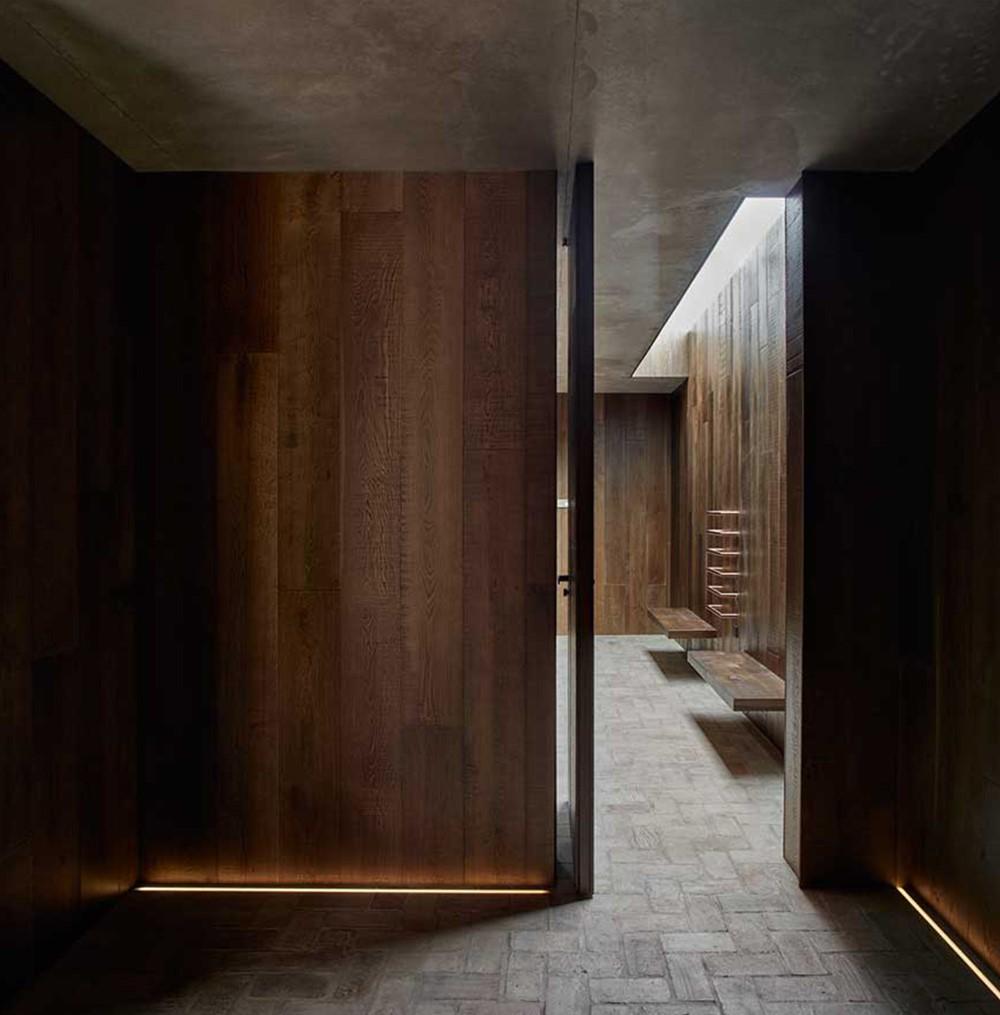 Современный дизайн холла дома в Rubielos de Mora 2