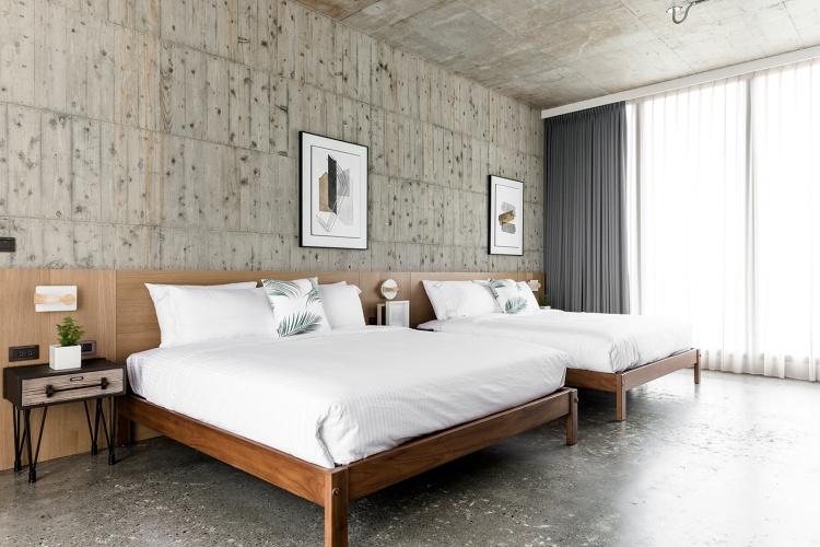Современный дизайн интерьера второй гостевой спальни дома в индустриальном стиле 2