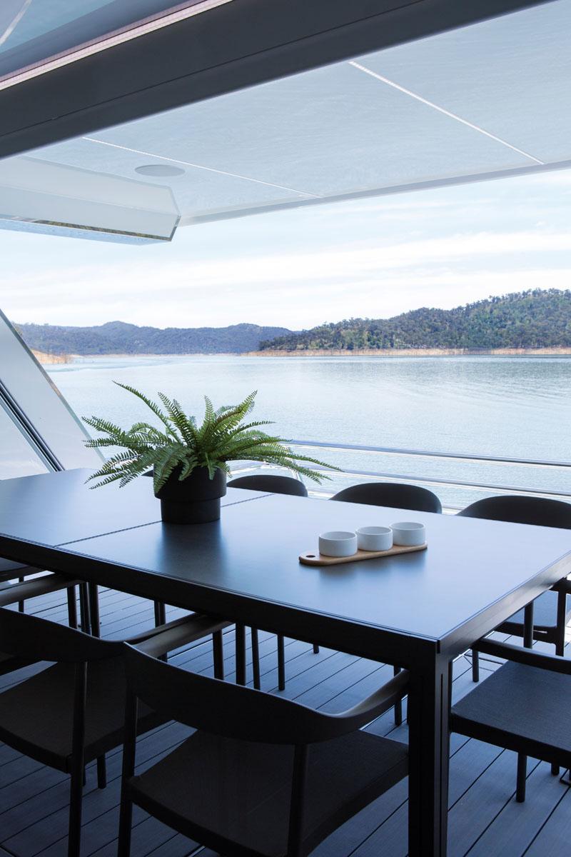 Современный дизайн интерьера ванной обеденной зоны плавучего дома