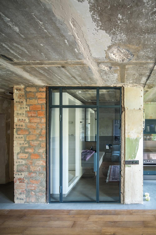 Современный дизайн интерьера холла квартиры в стиле лофт