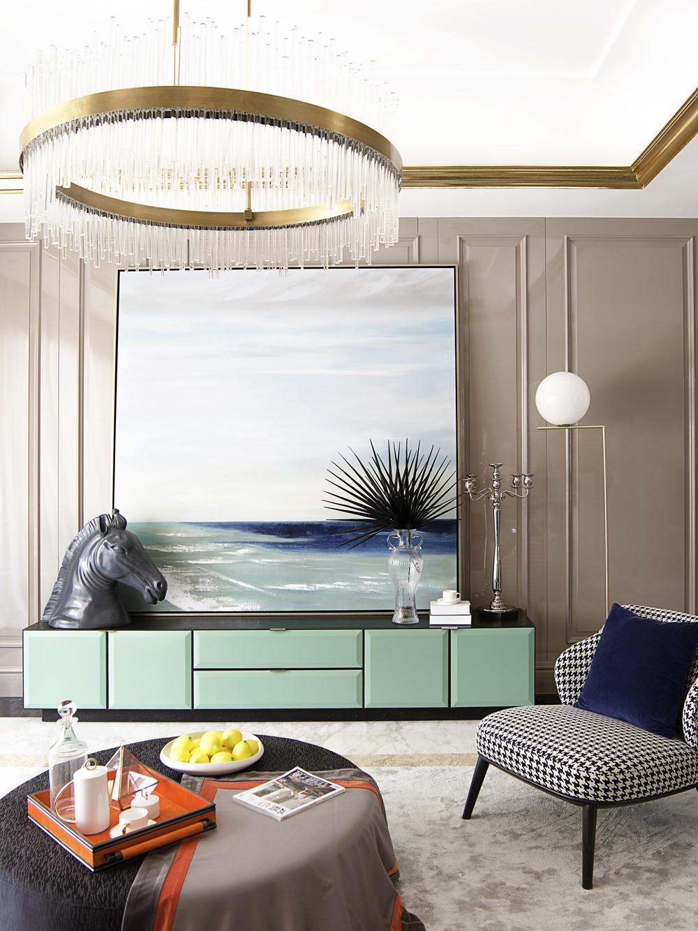 Современный дизайн интерьера гостиной горного коттеджа 2