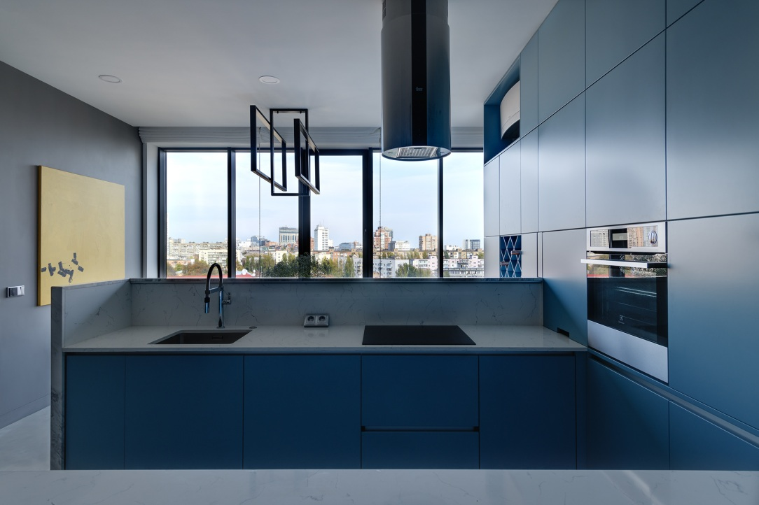 Дизайн интерьера кухни апартаментов в классическом стиле
