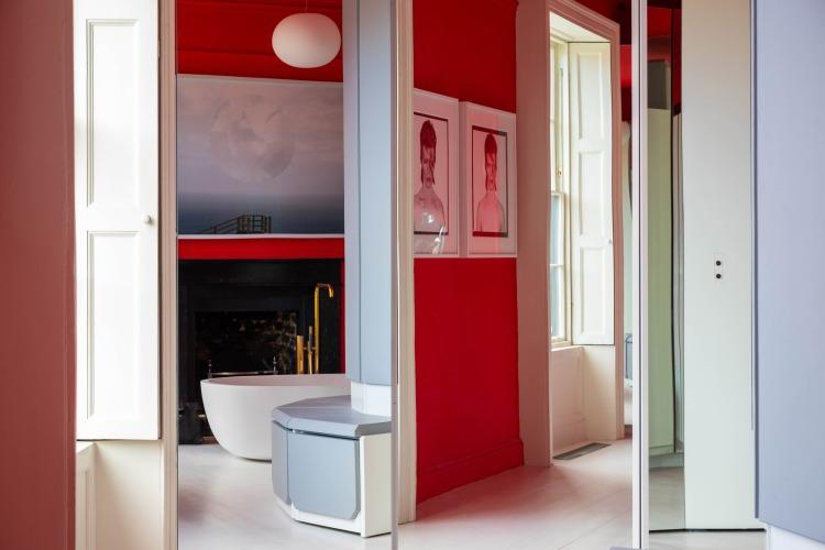 Современный дизайн интерьера главной ванной комнаты таунхауса в эклектичном стиле