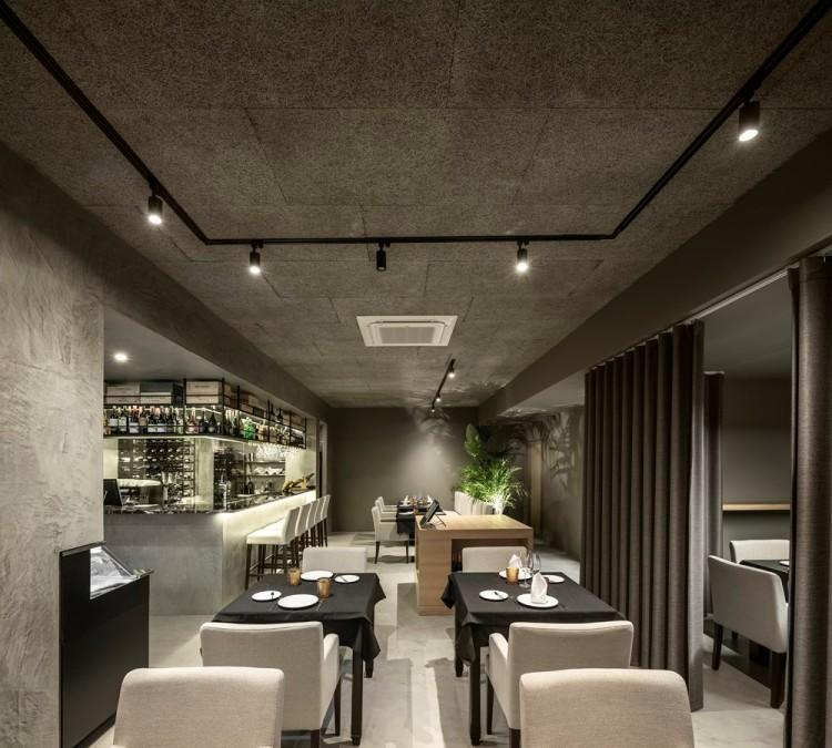 Современный дизайн интерьера ресторана FAMA в индустриальном стиле