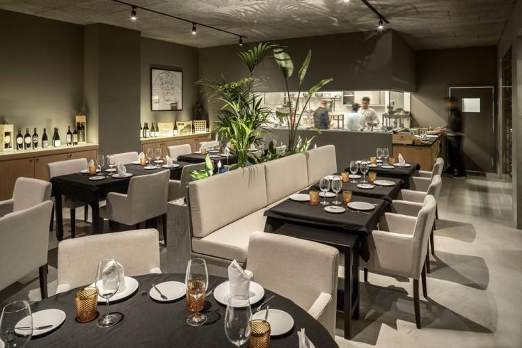 Современный дизайн интерьера ресторана FAMA в индустриальном стиле 7