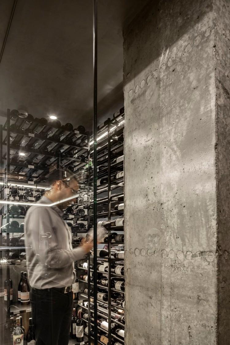 Современный дизайн интерьера ресторана FAMA в индустриальном стиле 15