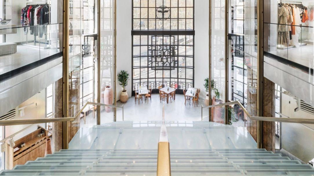 Современный дизайн интерьера Galeries Lafayette в Париже