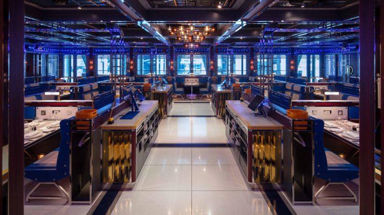 Современный дизайн интерьера Лондонского ресторана Bob Bob Cité в футуристическом стиле