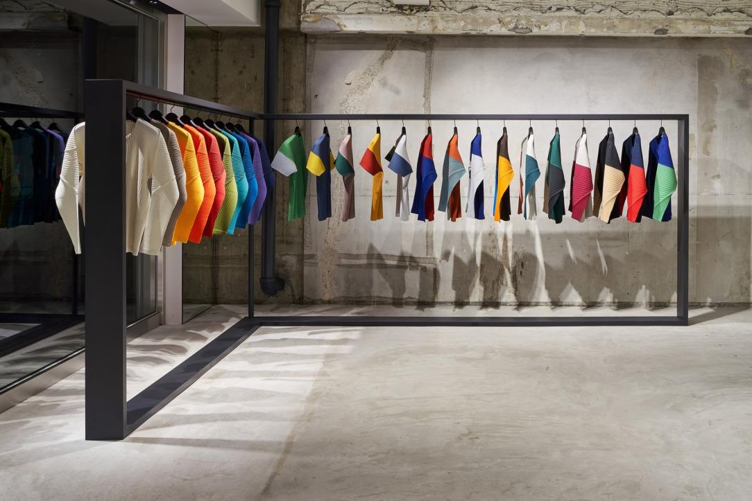 Современный дизайн интерьера магазина Tokyo's Homme Plissé 6