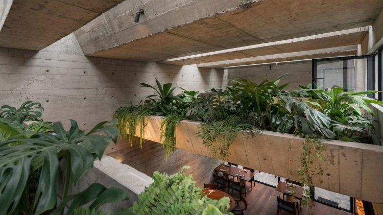 Современный дизайн интерьера ресторана Statera в промышленном стиле