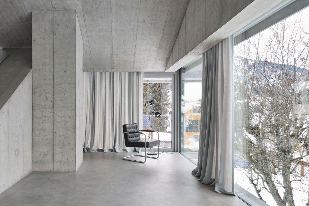 Современный дизайн интерьера дома в Граубюндене в минималистском стиле