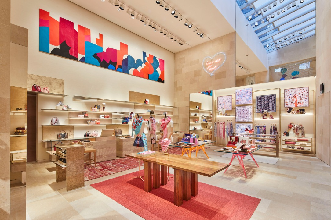 Современный дизайн интерьера бутика Louis Vuitton в западном Лондоне 2