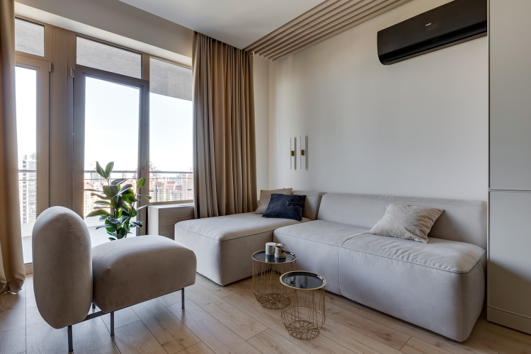 Современный дизайн интерьера гостиной квартиры в песочных и бежевых тонах